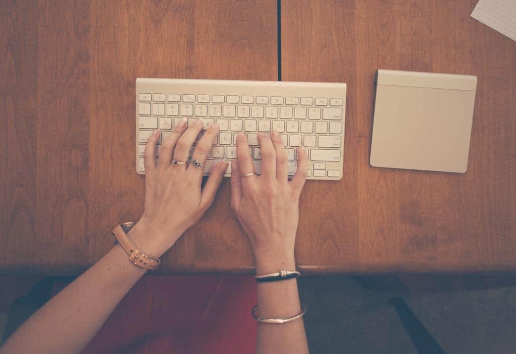 Webentrepreneur : Faut-il engager une assistante personnelle ?